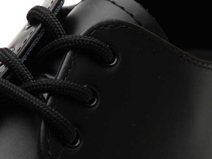 1461 BEX 3EYELET SHOE(21084001)BLACK SMOOTHのホール部分写真