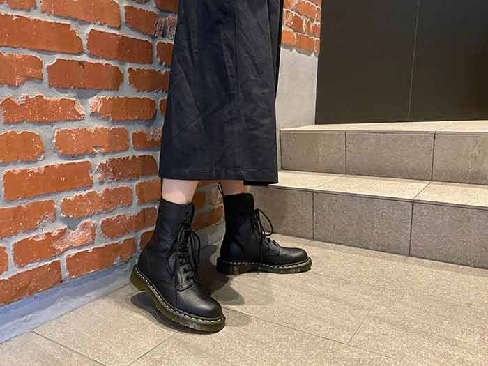 CORE 1490 10EYE BOOT(22524001)BLACK VIRGINIAのメインイメージ