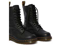 CORE 1490 10EYE BOOT(22524001)BLACK VIRGINIAの右斜め前向き写真