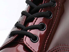 VEGAN 1460 CHROME 8EYE BOOT(23922601)OXBLOOD CHROME PAINT METALLICのホール部分写真