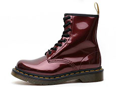 VEGAN 1460 CHROME 8EYE BOOT(23922601)OXBLOOD CHROME PAINT METALLICの左横向き写真
