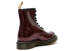 VEGAN 1460 CHROME 8EYE BOOT(23922601)OXBLOOD CHROME PAINT METALLICの右斜め後ろ向き写真