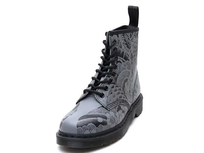 CORE PRINT 1460 OT ASIA 8EYE BOOT(24239001)BLACK+GUNMETAL OT TATTOO BACKHANDのメイン商品写真