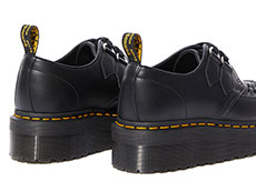 CHUNKY WEDGE PLUS SIDNEY 2EYE SHOE(24994001)BLACK POLISHED SMOOTHの右斜め後ろ向き写真