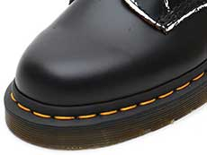 CORE APPLIQUE 1460 STUD 8EYE BOOT(25202001)BLACK ROLLED VINTAGE SMOOTHのトゥ部分写真
