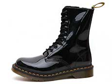 CORE 1490 10EYE BOOT(25277001)BLACK PATENTの横向き写真