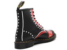 CORE APPLIQUE 1460 STUD 8EYE BOOT(25607001)BLACK+RED+WHITE HERO BACKHANDの右斜め後ろ向き写真