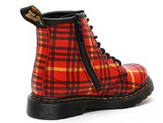 CORE KIDS 1460 TARTAN T INFANTS LACE BOOT(25833602)RED+MULTI TARTAN BACKHAND STRAW GRAINの右斜め後ろ向き写真