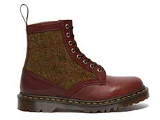MIE FASHION 1460HS 8EYE BOOT(26073601)OXBLOOD LUSSO+COUNTRY CHECK HARRIS TWEEDの右斜め後ろ向き写真