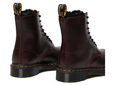 FUR LINED 1460 SERENA 8EYE BOOT(26238601)OXBLOOD ATLASの斜め右後ろ向き写真